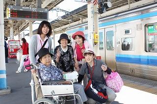 電車で移動にワクワク♪